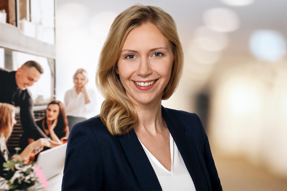 Weibliche Team-Leaderin aus dem Ressort Marketing, Foto für Online Präsentation und Networking